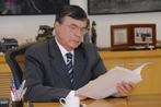 O governador em exercício José Antonio Vidal Coelho assinou a lei de reajuste do salário mínimo nesta quarta feira(21) no Palácio das Araucárias. Foto Everson Bressan-SECS